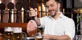 ¿Qué es un barman? Diferencias entre barman, bartender, mixólogo y camarero