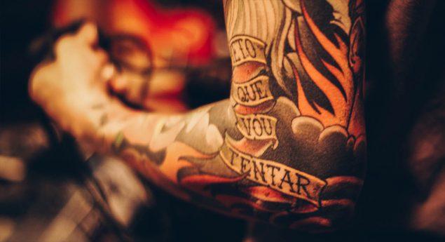 cuánto gana un tatuador