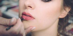 Cuánto cobra una maquilladora profesional: el sueldo del maquillaje