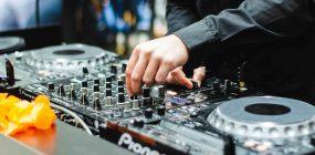 Cuánto cobra un dj: sueldo de un deejay
