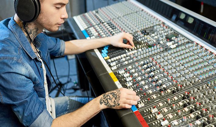 cuánto cobra un productor musical