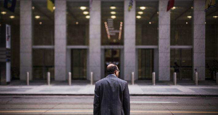 cuanto gana un asesor financiero