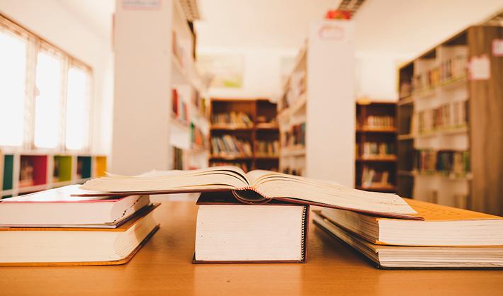 tareas de un auxiliar de biblioteca