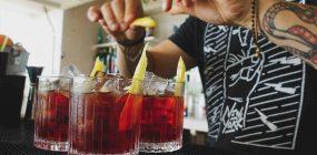 Escuela de barman, ¿en qué debo fijarme?