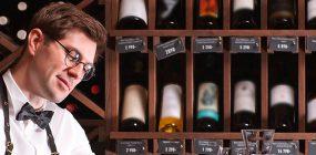 ¿Qué es un sumiller? Funciones de especialista en vino