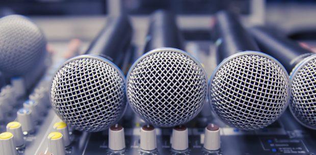 ¿De qué se encarga un productor musical?