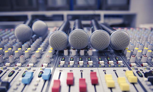 De qué se encarga un productor musical - funciones de producción