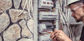 ¿Cuál es la diferencia entre electricidad y electrónica?