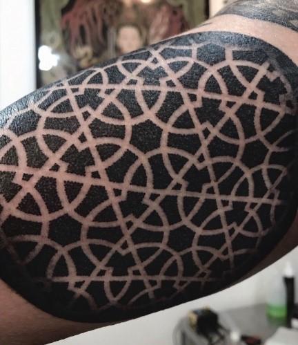 gabriela dots - tatuajes geométricos