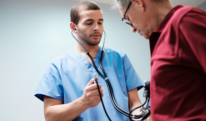 5 razones para estudiar TCAE - fp auxiliar enfermería