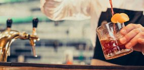 Perfil del barman: competencias profesionales en el sector