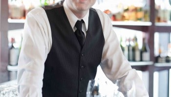 Barman: requisitos, sueldo, funciones y expectativas laborales