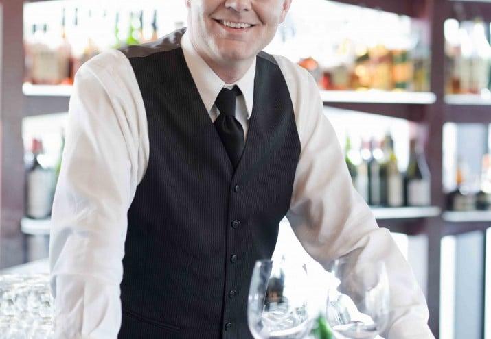 Sueldo de un barman, Barman: requisitos, sueldo, funciones y expectativas laborales