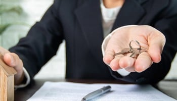 ¿Cuánto cobra un administrador de fincas?
