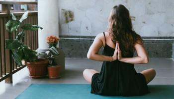 Formación yoga Barcelona: la ciudad perfecta para estudiar