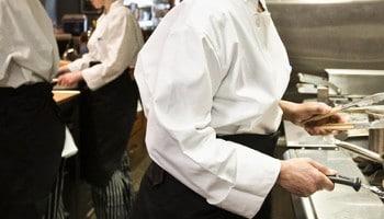 Conoce el perfil profesional de chef: arte en la cocina