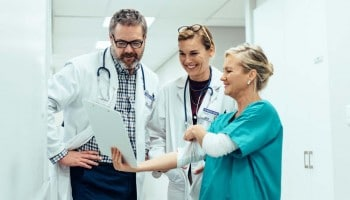 Temario Auxiliar de enfermería SACYL: convocatoria, requisitos y examen