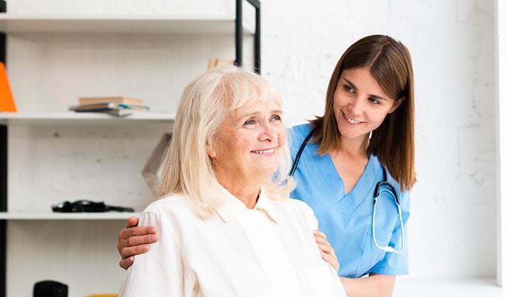 estudiar auxiliar de enfermería