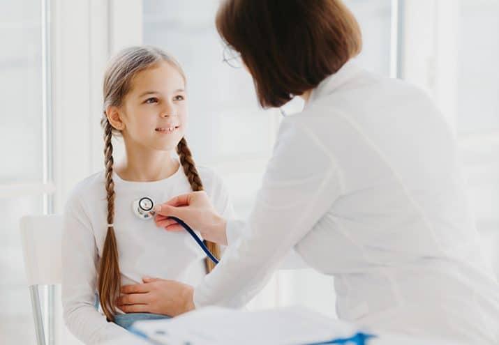 auxiliar pediatria funciones